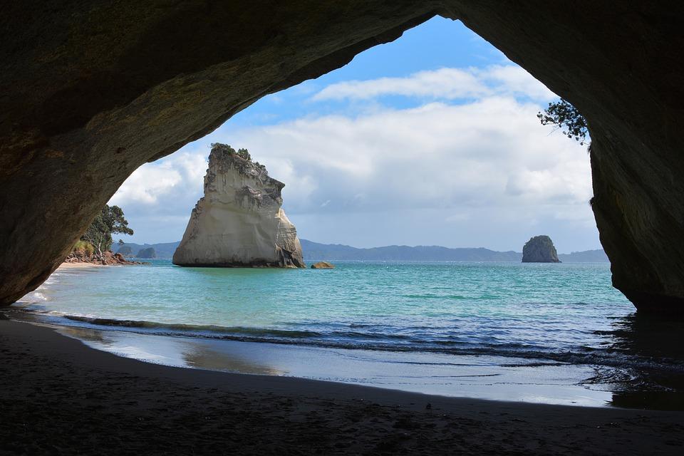 ย่ำเท้าสำรวจนิวซีแลนด์ ส่อง Cathedral Cove อุโมงค์หินธรรมชาติ ที่งดงามราวต้องมนต์สะกด