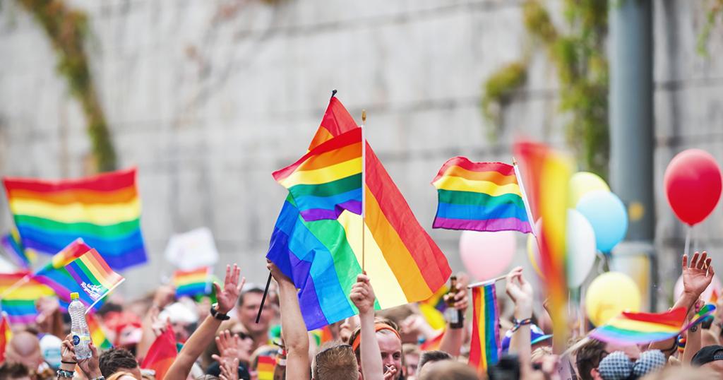 นักลงทุนไทยห้ามพลาด ! เกาะเทรนด์ตลาดสีม่วง LGBT ในแคนาดา